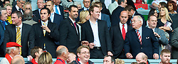 LIVERPOOL, ENGLAND - Saturday, September 26, 2009: Liverpool's co-owner George N. Gillett Jr. with potential investors before the Premiership match against Hull City at Anfield. (Photo by: David Rawcliffe/Propaganda)