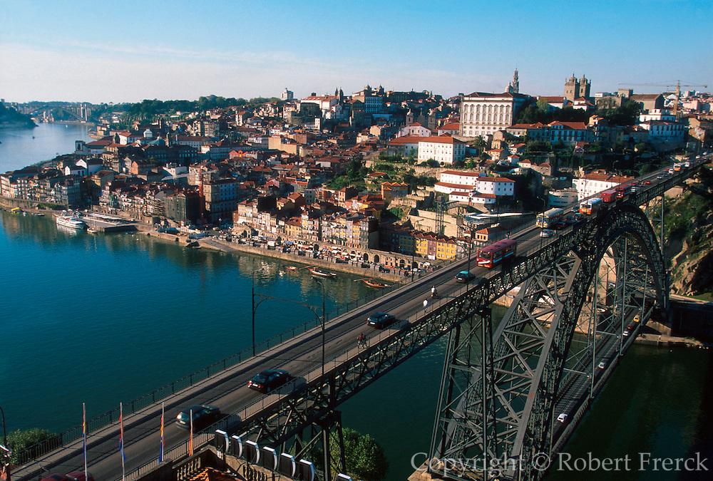 PORTUGAL, DOURO, PORTO Ponte Dom Luis over Douro River