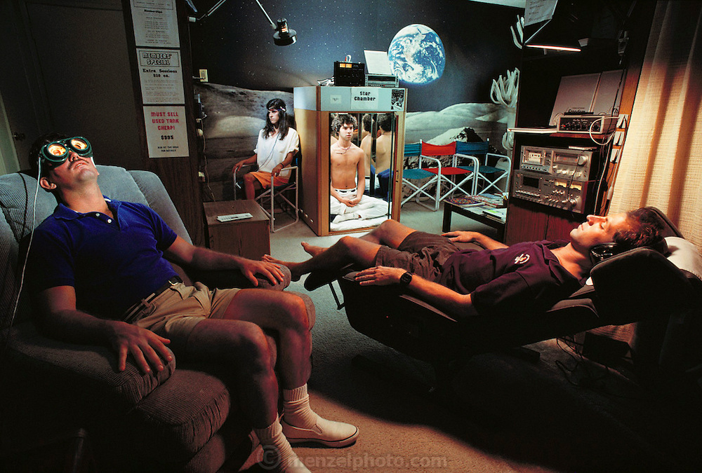 New Age meditation technology. A client at the Altered States Float Center and Mind Gym, West Hollywood, California. MODEL RELEASED [1988]