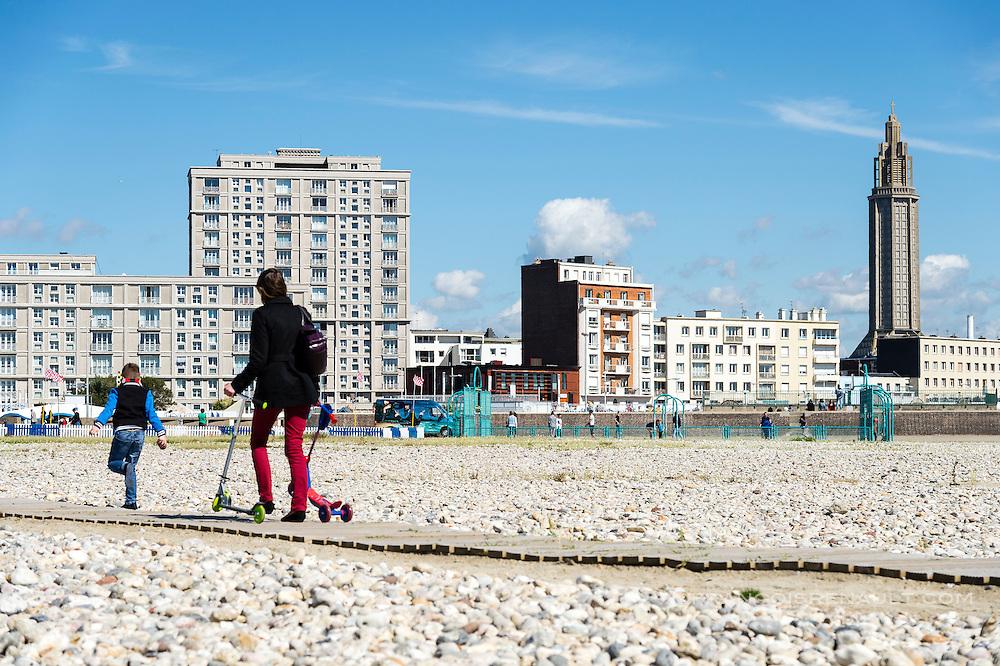 Le Havre. La plage / Le Havre. The beach.