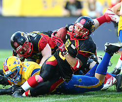 03.06.2014, NV Arena, St. Poelten, AUT, American Football Europameisterschaft 2014, Gruppe A, Schweden (SWE) vs Deutschland (GER), im Bild Markus Westman, (Team Sweden, LB, #32) und Danny Washington, (Team Germany, RB, #2) // during the American Football European Championship 2014 group A game between Sweden vs Germany at the NV Arena, St. Poelten, Austria on 2014/06/03. EXPA Pictures © 2014, PhotoCredit: EXPA/ Thomas Haumer