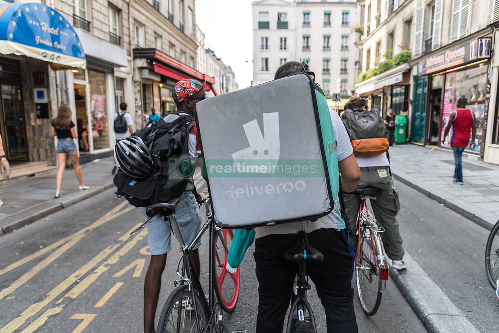 August 28, 2017 - Paris, France - Deliveroo's riders keep on Protesting after the anoucement of changes of the social status from salary to Auto-entreprenor at the end of the month in Paris, France, on 28 August 2017. (Credit Image: © Julien Mattia/NurPhoto via ZUMA Press)