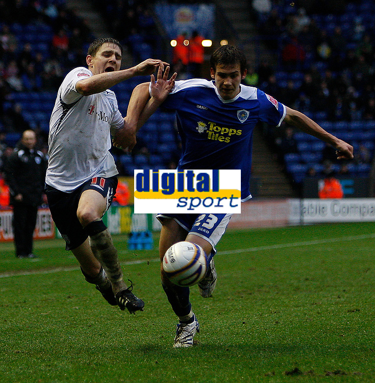 Photo: Steve Bond/Sportsbeat Images.<br /> Leicester City v West Bromwich Albion. Coca Cola Championship. 08/12/2007. Zoltan Gera (L) is muscled off the ball by Joe Mattock (R)