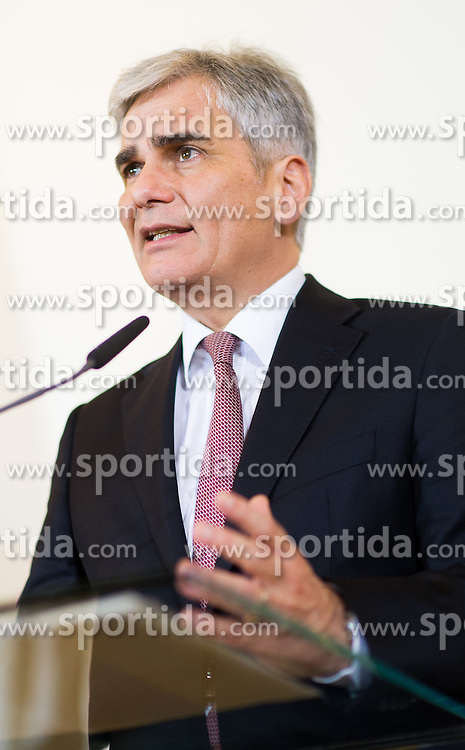 17.11.2015, Bundeskanzleramt, Wien, AUT, Bundesregierung, Pressefoyer nach Sitzung des Ministerrats, im Bild Bundeskanzler Werner Faymann (SPÖ) // Federal Chancellor of Austria Werner Faymann (SPOe) during press foyer after cabinet meeting at federal chancellors office in Vienna, Austria on 2015/11/17, EXPA Pictures © 2015, PhotoCredit: EXPA/ Michael Gruber