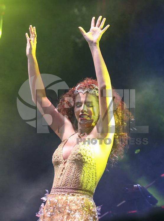 SÃO PAULO,SP, 29.08.2015 - FESTIVAL-SP - A cantora Vanessa da Mata durante apresentação no Festival Nova Brasil Fm na Arena Anhembi na região norte de São Paulo na noite deste sábado, 29. (Foto: William Volcov/Brazil Photo Press)
