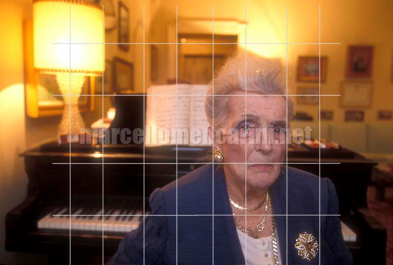 Milan, 1994. Italian soprano Gina Cigna in her house / Milano, 1994. Il soprano Gina Cigna nella sua casa - © Marcello Mencarini