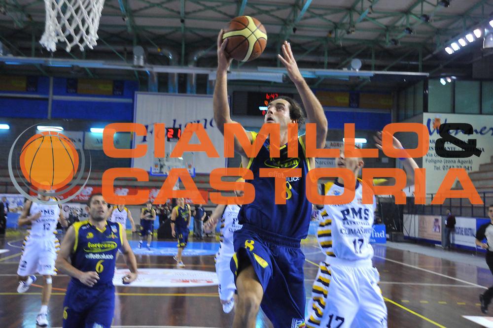 DESCRIZIONE : Foligno LNP Lega Nazionale Pallacanestro Serie A Dilettanti Coppa Italia 2009-10 UPEA  La Fortezza Recanati Zerouno Moncalieri S.Mauro<br /> GIOCATORE :&nbsp;Attilio Pierini<br /> SQUADRA : La Fortezza Recanati Zerouno Moncalieri S.Mauro<br /> EVENTO : Lega Nazionale Pallacanestro 2009-2010&nbsp;<br /> GARA : La Fortezza Recanati Zerouno Moncalieri S.Mauro<br /> DATA : 02/04/2010<br /> CATEGORIA : Tiro<br /> SPORT : Pallacanestro&nbsp;<br /> AUTORE : Agenzia Ciamillo-Castoria/M.Gregolin<br /> Galleria : Lega Nazionale Pallacanestro 2009-2010&nbsp;<br /> Fotonotizia : Foligno LNP Lega Nazionale Pallacanestro Serie A Dilettanti Coppa Italia 2009-10 UPEA La Fortezza Recanati Zerouno Moncalieri S.Mauro<br /> Predefinita :