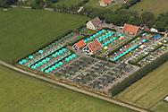 De camping bij Oerolterrein Westerkeyn vanuit de lucht gezien. Tijdens de 32e editie van Oerol kunnen bezoekers 10 dagen lang genieten van theater, dans, beeldende kunst en muziek.<br /> Luchtfoto van Terschelling tijdens Oerol (maandag 17-6-2013)