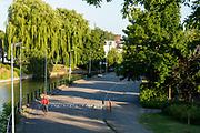 Een fietser rijdt langs het water in Utrecht.<br /> <br /> A cyclist rides along the water in Utrecht.