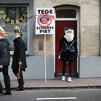 Nederland, Valkenburg a/d Geul, 8 februari 2016.<br /> <br /> Wegens extreme omstandigheden is de grote optocht in Valkenburg afgelast.<br /> Als alternatief heeft een kleine groep carnavalvierders een kleine optocht georganiseerd van zo&rsquo;n 25 man waarmee ze door de straten van Valkenburg trokken.<br /> Op de foto: een politieke uiting tegen Zwarte Piet, maakte onderdeel uit van de ministoet.<br /> <br /> Foto: Jean-Pierre Jans