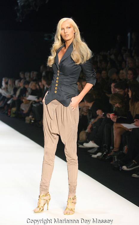 Apr 30, 2009 - Sydney, Australia - A model displays a creation of  'Lisa Ho,' during the Spring/Summer 2009/2010 collection, during Rosemount Australian Fashion Week in Sydney..(Credit Image: © Hannah Mason/Corbis)