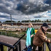 Nederland, Amsterdam Zuidoost 10 oktober 2016.<br /> <br /> Buurtbewoners Maarten Reuderink en Lony Wesseling vanuit kijkpunt over de werkzaamheden bij de A9 in Amsterdam Zuidoost. <br /> Hun woningen hebben inmiddels veel schade geleden door trillingen als gevolg vd werkzaamheden aan de snelweg en zelf ondervinden ze veel hinder door geluidsoverlast.<br /> <br /> Foto: Jean-Pierre Jans