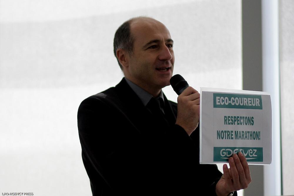 Marathon de Paris :: 34 édition. Conférence de presse.Mathieu Couzinié , Sponsor GDF- Suez