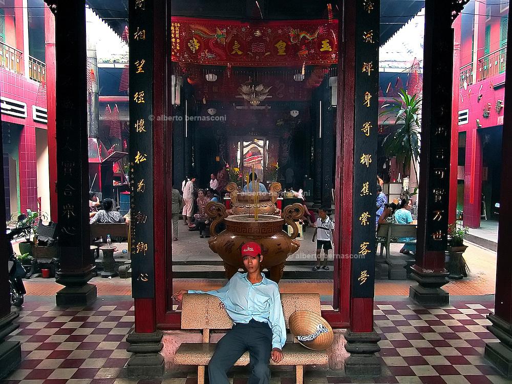 Vietnam, Ho Chi Min City:the ... pagoda in Cholon district.