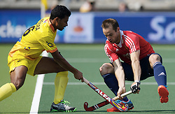 DEN HAAG - Rabobank Hockey World Cup<br /> 08 Korea - New Zealand<br /> Foto: Nick Catlin (red) and Uthappa Sannuvanda Kushalappa (yellow).<br /> COPYRIGHT FRANK UIJLENBROEK FFU PRESS AGENCY