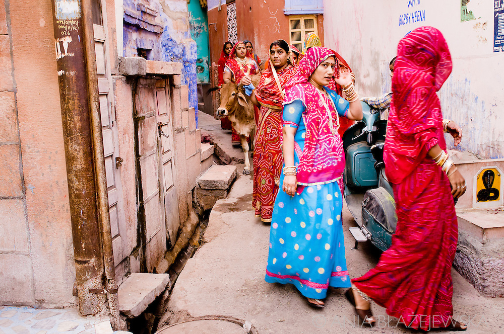 India, Jodhpur. Women in the street during the Nav Sati festival afternoon.