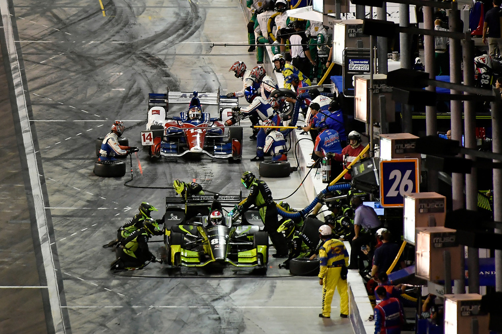 Verizon IndyCar Series<br /> Desert Diamond West Valley Phoenix Grand Prix<br /> Phoenix Raceway, Avondale, AZ USA<br /> Saturday 29 April 2017<br /> Charlie Kimball, Chip Ganassi Racing Teams Honda pit stop<br /> World Copyright: Scott R LePage<br /> LAT Images<br /> ref: Digital Image lepage-170429-phx-4307