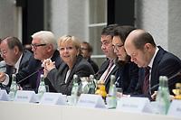 05 NOV 2013, BERLIN/GERMANY:<br /> Peer Steinbrueck, SPD, Bundesminister a.D., Frank-Walter Steinmeier, SPD Fraktionsvorsitzender, Hannelore Kraft, SPD, Ministerpraesidentin NRW, Sigmar Gabriel, SPD Parteivorsitzender, Andrea Nahles, SPD Generalsekretaerin, und Olaf Scholz, SPD, 1. Buergermeister Hamburg, (v.L.n.R.), Sitzung der grossen Verhandlungsrunde der Koalitionsverhandlungen von CDU/CSU und SPD, Bayerische Landesvertertung<br /> IMAGE: 20131105-01-026<br /> KEYWORDS: Grosse Runde, Große Verhandlungsrunde