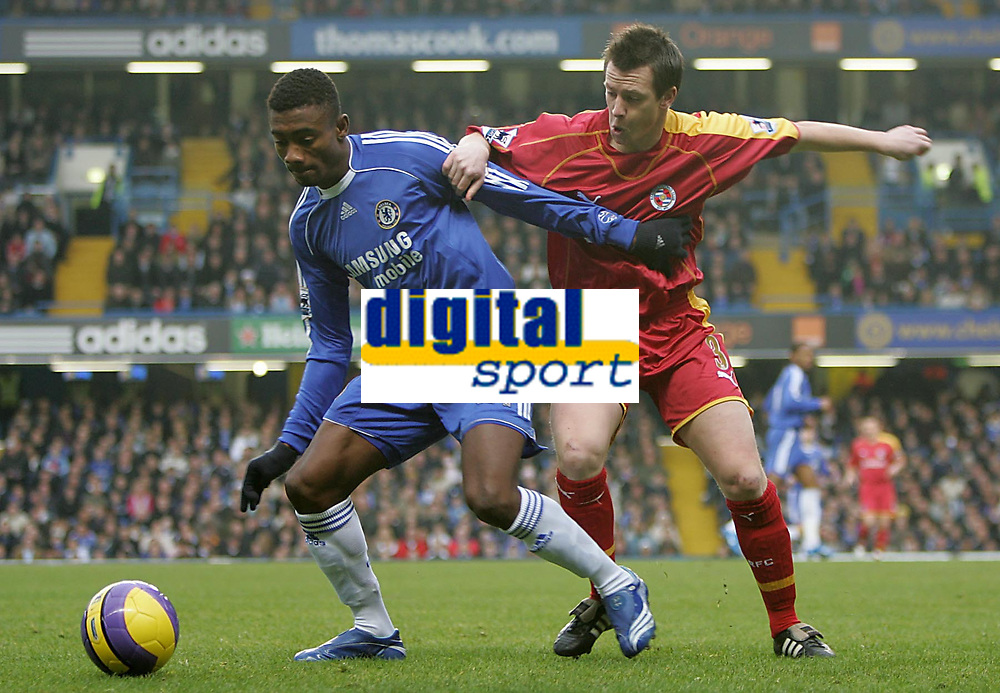 Photo: Lee Earle.<br /> Chelsea v Reading. The Barclays Premiership. 26/12/2006. Chelsea's Salomon Kalou (L) battles with Nicky Shorey.