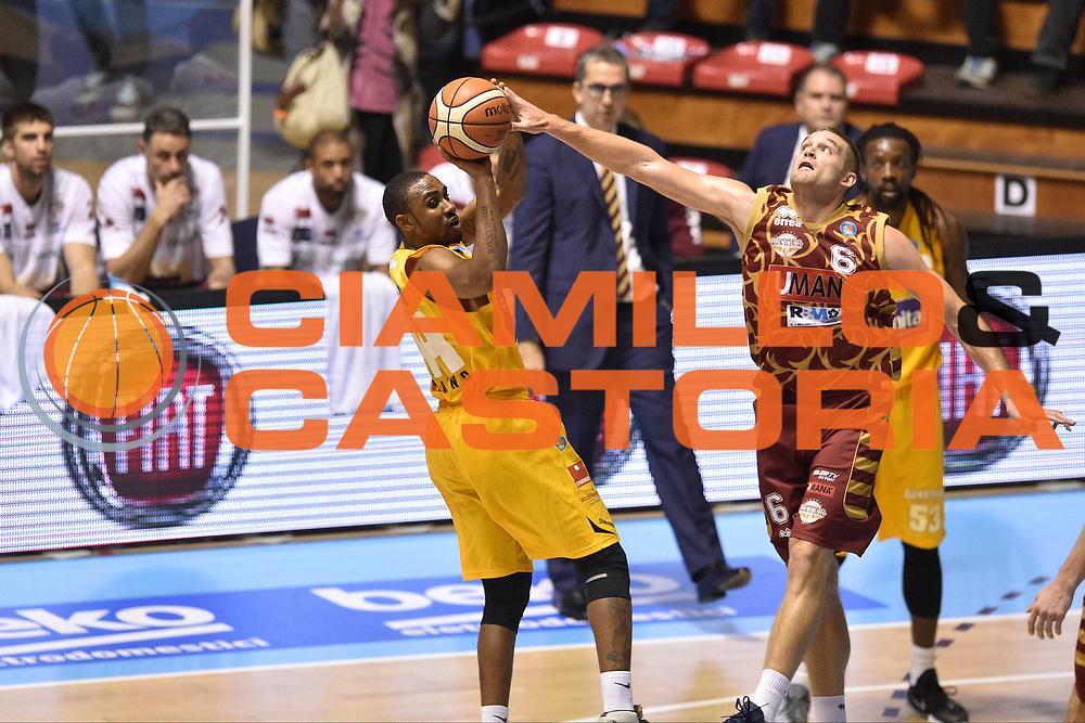 DESCRIZIONE : Torino Lega A 2015-16  Manital Auxilium Torino vs Umana Reyer Venezia<br /> GIOCATORE : Michael Bramos<br /> CATEGORIA : tiro ritardo sequenza<br /> SQUADRA : Umana Reyer Venezia<br /> EVENTO : Campionato Lega A 2015-2016<br /> GARA : Manital Auxilium Torino vs Umana Reyer Venezia<br /> DATA : 18/10/2015<br /> SPORT : Pallacanestro <br /> AUTORE : Agenzia Ciamillo-Castoria/GiulioCiamillo<br /> Galleria : Lega Basket A 2015-2016  <br /> Fotonotizia : Torino  Lega A 2015-16 Manital Auxilium Torino vs Umana Reyer Venezia<br /> Predefinita :