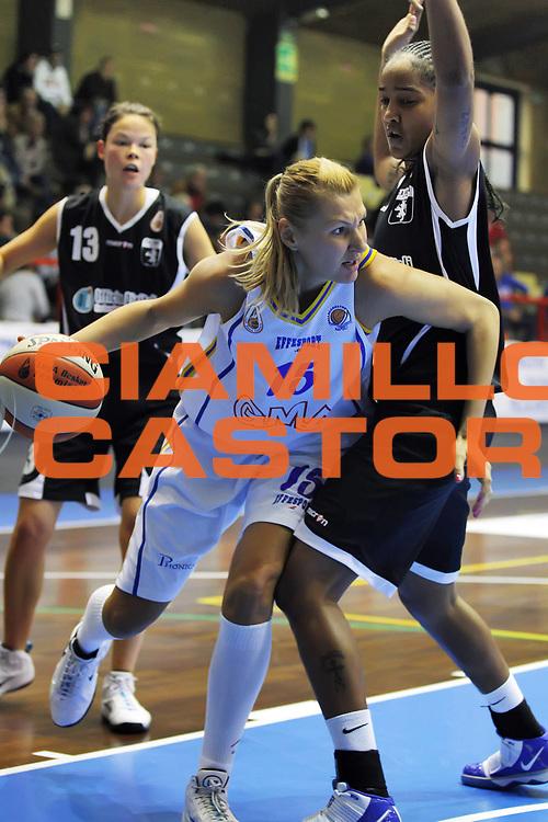 DESCRIZIONE : Cinisello Balsamo Lega A1 Femminile 2010-11 Opening day GMA Pozzuoli Officine Digitali Faenza<br /> GIOCATORE : Irina Mihailova<br /> SQUADRA : GMA Pozzuoli<br /> EVENTO : Campionato Lega A1 Femminile 2010-2011<br /> GARA : Job Gate Napoli Lavezzini Parma<br /> DATA : 23/10/2010<br /> CATEGORIA :<br /> SPORT : Pallacanestro<br /> AUTORE : Agenzia Ciamillo-Castoria/ElioCastoria<br /> Galleria : Lega Basket Femminile 2010-2011<br /> Fotonotizia : Cinisello Balsamo Lega A1 Femminile 2010-11 Opening day GMA Pozzuoli Officine Digitali Faenza<br /> Predefinita :
