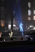 NETFLIX VERLICHT AMSTERDAM <br /> <br /> Op de kortste dag van het jaar om de lancering van de originele Netflix-film Bright te vieren zal de Nieuwe Prinsengracht met een speciale lichtinstallatie een hologram van  'Bright Light District' projecteren