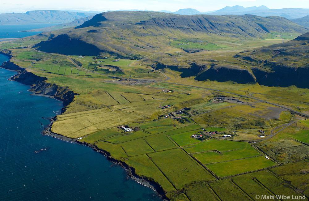 Utkot, Melar og Norðurkot, Kiðafell og Morastaðir í baksýni - séð til norðurs, Kjósarhreppur / Utkot, Melar andNordurkot, Kidafell and Morastadir in background. Viewing north, Kjosarhreppur