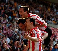 Photo: Jed Wee/Sportsbeat Images.<br /> Sunderland v Wolverhampton Wanderers. Coca Cola Championship. 07/04/2007.<br /> <br /> Sunderland mob goalscorer Daryl Murphy (L).