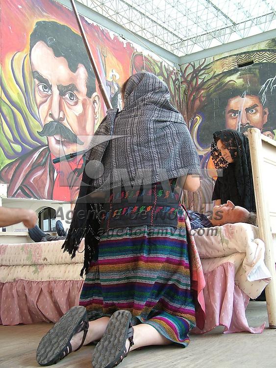 San Salvador Atenco, M&eacute;x.-  Obras de teatro, poes&iacute;as y corridos fueron algunas de las actividades que se presentaron frente al auditorio Emiliano Zapata, como parte del 1er aniversario de los hechos ocurridos en San Salvador Atenco, el pasado 4 de mayo de 2006.. Agencia MVT / Jose Israel Nu&ntilde;ez. (DIGITAL)<br /> <br /> <br /> <br /> <br /> <br /> <br /> <br /> NO ARCHIVAR - NO ARCHIVE