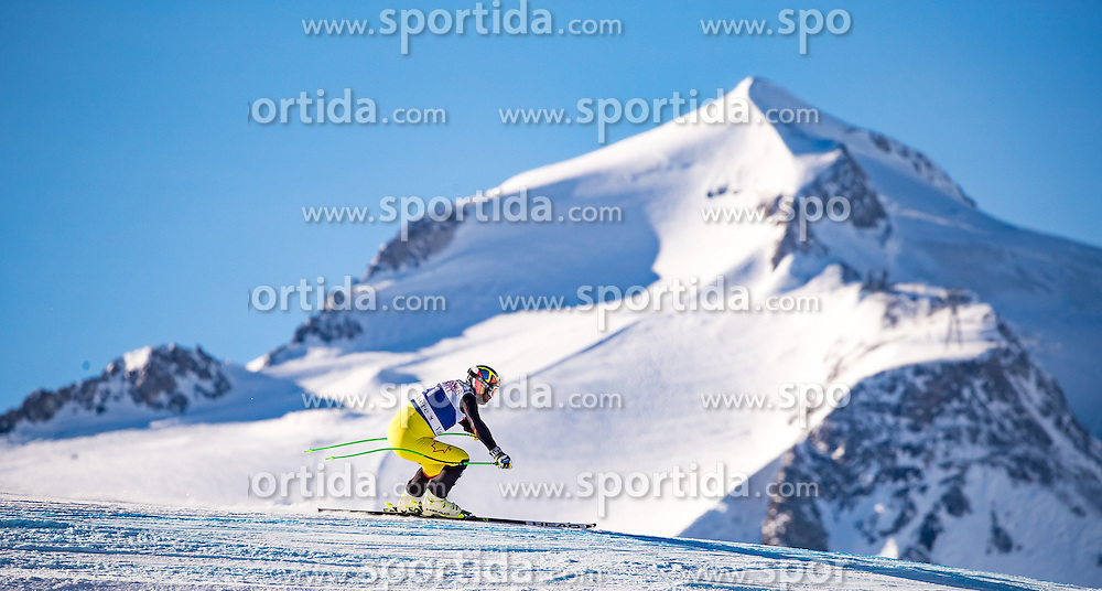 01.12.2016, Val d Isere, FRA, FIS Weltcup Ski Alpin, Val d Isere, Abfahrt, Herren, 2. Training, im Bild Manuel Osborne-Paradis (CAN) // Manuel Osborne-Paradis of Canada in action during the 2nd practice run of men's Downhill of the Val d Isere FIS Ski Alpine World Cup. Val d Isere, France on 2016/01/12. EXPA Pictures © 2016, PhotoCredit: EXPA/ Johann Groder