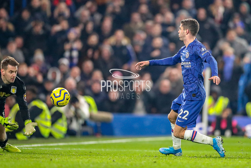 Chelsea midfielder Christian Pulisic (22) charges in after a Chelsea midfielder Willian (10) free kick during the Premier League match between Chelsea and Aston Villa at Stamford Bridge, London, England on 4 December 2019.