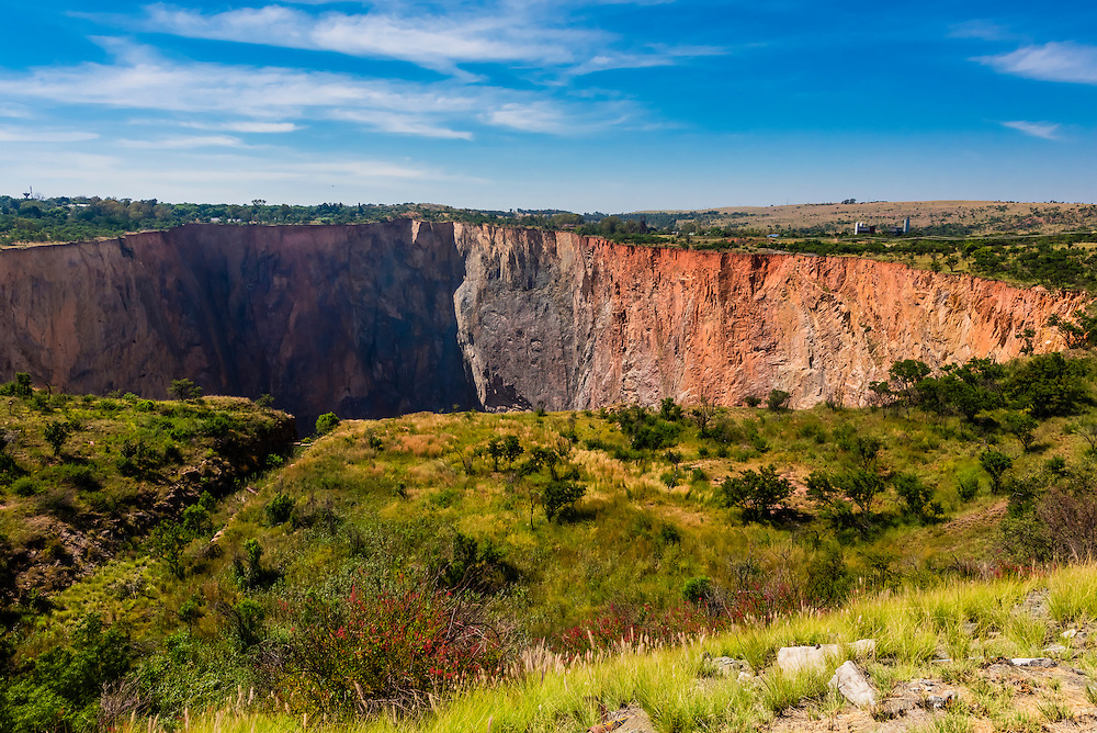 Cullinan Diamond Mine, Cullinan, 30 km (19 mi) east of Pretoria The town is named after diamond magnate Sir Thomas Cullinan. Open pit mining stopped there in 1939.