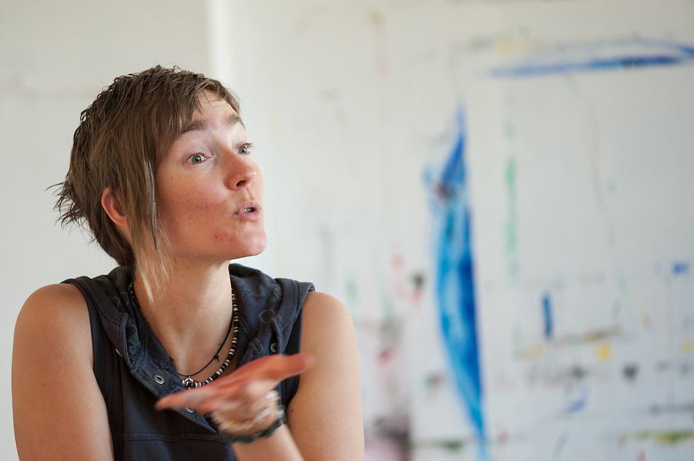 Intuitives Malen, ein Workshop mit Ulrike Hirsch, in ihrem Mal-Raum in Grimma. www.ulrike-hirsch.de