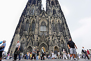Duitsland, Keulen, 9-8-2009Toeristen bij de Keulse Dom.Foto: Flip Franssen/Hollandse Hoogte