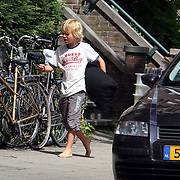 NLD/Amsterdam/20070725 - Verhuizing van Jack Spijkerman na zijn scheiding, zoon Joska helpt mee verhuizen