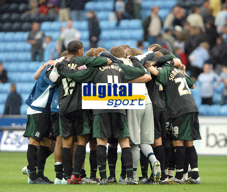 Photo: Ed Godden.<br />Coventry City v Plymouth Argyle. Coca Cola Championship. 30/09/2006. The Plymouth players huddle together at the end of the game.