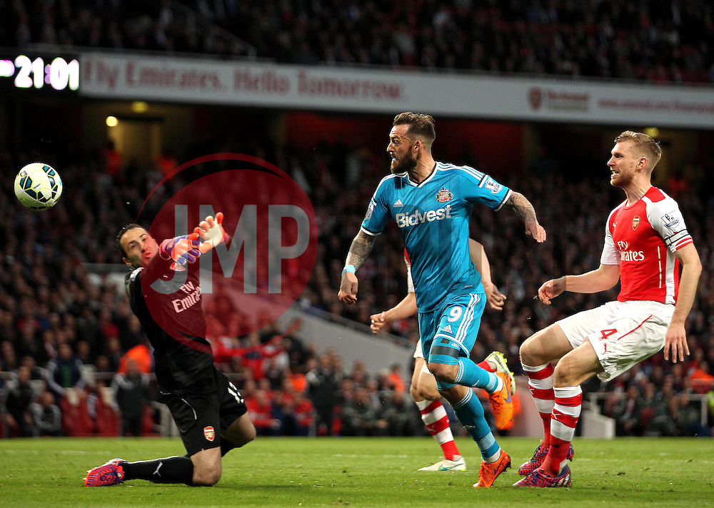 Sunderland's Steven Fletcher sees his shot saved by Arsenal's David Ospina - Photo mandatory by-line: Robbie Stephenson/JMP - Mobile: 07966 386802 - 20/05/2015 - SPORT - Football - London - Emirates Stadium - Arsenal v Sunderland - Barclays Premier League