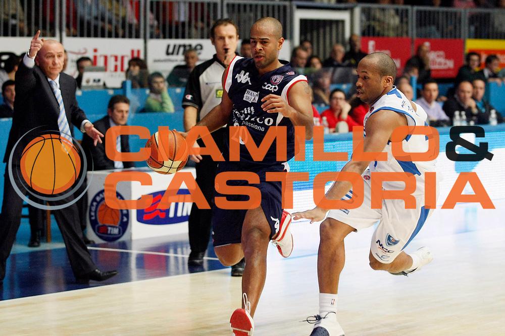DESCRIZIONE : Cantu Lega A1 2008-09 NGC Cantu Angelico Biella<br /> GIOCATORE : Joe Smith<br /> SQUADRA : Angelico Biella<br /> EVENTO : Campionato Lega A1 2008-2009<br /> GARA : NGC Cantu Angelico Biella<br /> DATA : 14/12/2008<br /> CATEGORIA : Palleggio<br /> SPORT : Pallacanestro<br /> AUTORE : Agenzia Ciamillo-Castoria/G.Cottini