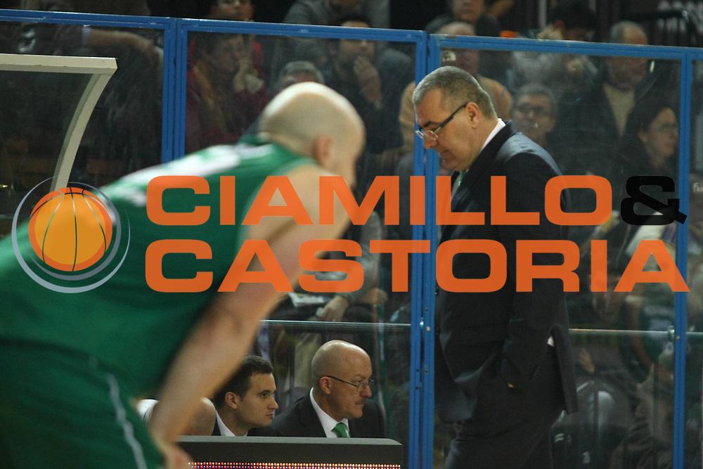 DESCRIZIONE : Cremona Lega A 2010-2011 Vanoli Braga Cremona Benetton Treviso<br />GIOCATORE : Jasmin Repesa Coach<br />SQUADRA : Benetton Treviso<br />EVENTO : Campionato Lega A 2010-2011<br />GARA : Vanoli Braga Cremona Benetton Treviso<br />DATA : 02/01/2011<br />CATEGORIA : Coach Ritratto Delusione<br />SPORT : Pallacanestro<br />AUTORE : Agenzia Ciamillo-Castoria/F.Zovadelli<br />GALLERIA : Lega Basket A 2010-2011<br />FOTONOTIZIA : Cremona Campionato Italiano Lega A 2010-11 Vanoli Braga Cremona Benetton Treviso<br />PREDEFINITA :