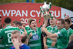RHOSYMEDRE, WALES - Sunday, May 5, 2019: The New Saints' Danny Redmond lifts the trophy after the FAW JD Welsh Cup Final between Connah's Quay Nomads FC and The New Saints FC at The Rock. The New Saints won 3-0.(Pic by David Rawcliffe/Propaganda)