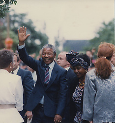 June 26, 2013 - Canada - Nelson Mandela en compagnie de sa femme Winnie, le 19 juin 1990, lors de sa visite à Montréal..PHOTO JOHN TAYLOR/LES ARCHIVES/LE JOURNAL DE MONTRÃ?AL (Credit Image: © PHOTOGNOSOURCE/QMI Agency/ZUMAPRESS.com)