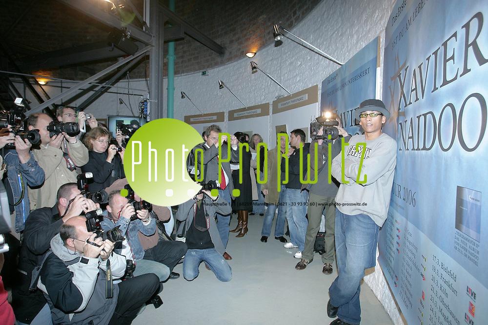 Mannheim. Wasserturm. Xavier Naidoo stellt seine Solo Tour 2006 und sein neues Album vor.<br /> <br /> Bild: Markus Pro&szlig;witz<br /> ++++ Archivbilder und weitere Motive finden Sie auch in unserem OnlineArchiv. www.masterpress.org ++++
