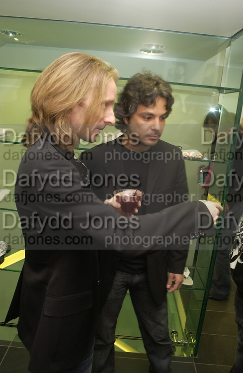 John Richmond and Federico Giglio, John Richmond shop opening, Conduit St. 12 May 2004. SUPPLIED FOR ONE-TIME USE ONLY> DO NOT ARCHIVE. © Copyright Photograph by Dafydd Jones 66 Stockwell Park Rd. London SW9 0DA Tel 020 7733 0108 www.dafjones.com