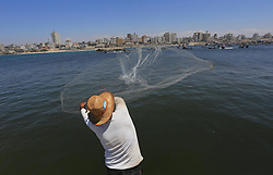 29.06.2015, Gaza city, PSE, Fischer in Palästina, im Bild Fischer bei ihrer Arbeit // A Palestinian fisherman throws his net into the sea during a protest against the Israeli blocking of a boat of foreign activists from reaching Gaza, at the SeaportIsrael said on Monday it had blocked a boat leading a four-vessel protest flotilla of foreign activists from reaching the Gaza Strip and forced the vessel to sail to an Israeli port, Palestine on 2015/06/29. EXPA Pictures © 2015, PhotoCredit: EXPA/ APAimages/ Mohammed Asad<br /> <br /> *****ATTENTION - for AUT, GER, SUI, ITA, POL, CRO, SRB only*****