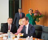 DEU, Deutschland, Germany, Berlin, 18.10.2017: Bundesaussenminister Sigmar Gabriel (SPD) und Bundeskanzlerin Dr. Angela Merkel (CDU) vor Beginn der 165. Kabinettsitzung im Bundeskanzleramt.