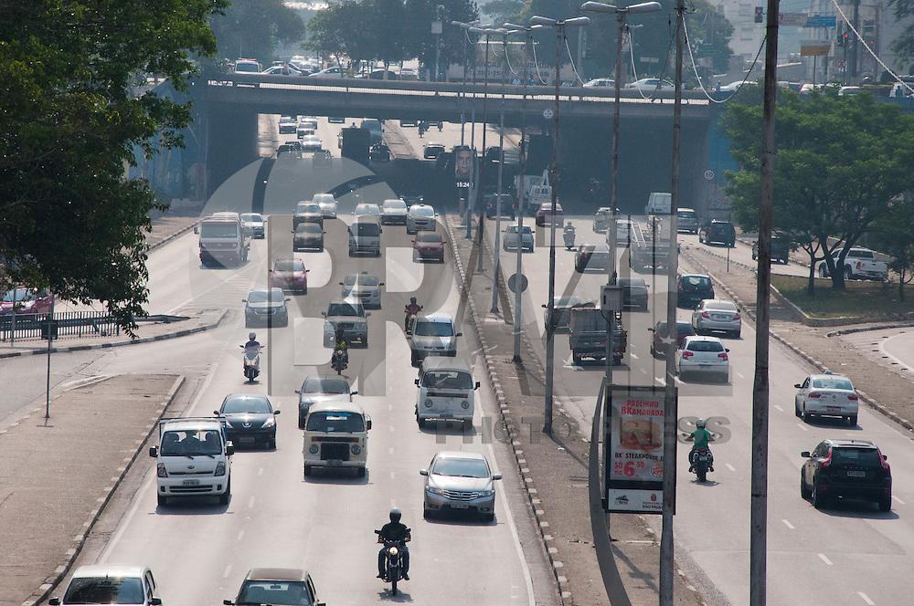SÃO PAULO-SP-TRÂNSITO SÃO PAULO - CORREDOR LESTE OESTE - O Motorista não enfrenta nenhuma lentidão ambos sentidos no corredor Leste.Região Oeste da Cidade de São Paulo,na tarde dessa terça-feira,14(Foto:Kevin David/Brazil Photo Press)