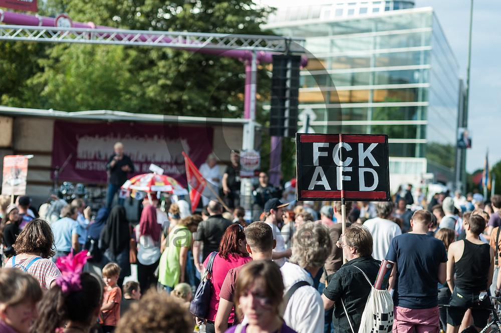 &quot;FCK AFD&quot; (Fuck AfD) steht w&auml;hrend der Demonstration gegen Rassismus und AfD am 03.09.2016 in Berlin, Deutschland auf dem Transparent eines Demonstranten. Mehrere Tausend Menschen demonstrierten gegen Rassismus und die pechpopulistische AfD. Foto: Markus Heine / heineimaging<br /> <br /> ------------------------------<br /> <br /> Ver&ouml;ffentlichung nur mit Fotografennennung, sowie gegen Honorar und Belegexemplar.<br /> <br /> Bankverbindung:<br /> IBAN: DE65660908000004437497<br /> BIC CODE: GENODE61BBB<br /> Badische Beamten Bank Karlsruhe<br /> <br /> USt-IdNr: DE291853306<br /> <br /> Please note:<br /> All rights reserved! Don't publish without copyright!<br /> <br /> Stand: 09.2016<br /> <br /> ------------------------------