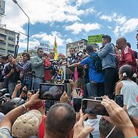 El presidente interino de Venezuela, Juan Guaidó, habla al sector del transporte que reitera su apoyo a su gobierno interino y el apoyo a la llegada de la ayuda humanitaria. The interim president of Venezuela, Juan Guaidó, speaks to the transport sector that reiterates its support for his interim government and support for the arrival of humanitarian aid.
