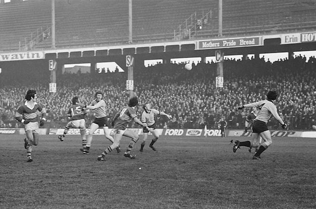 Players all running to get to the ball during the All Ireland Senior Gaelic Football Semi Final, Dublin v Kerry in Croke Park on the 23rd of January 1977. Dublin 3-12 Kerry 1-13.