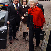 Mattheus Passion 2004 Naarden, Minister van Volkshuisvesting, Ruimtelijke Ordening en Milieubeheer Sybilla Dekker en achter haar haar man, links Minister van Volksgezondheid, Welzijn en Sport Hans Hoogervorst en vrouw